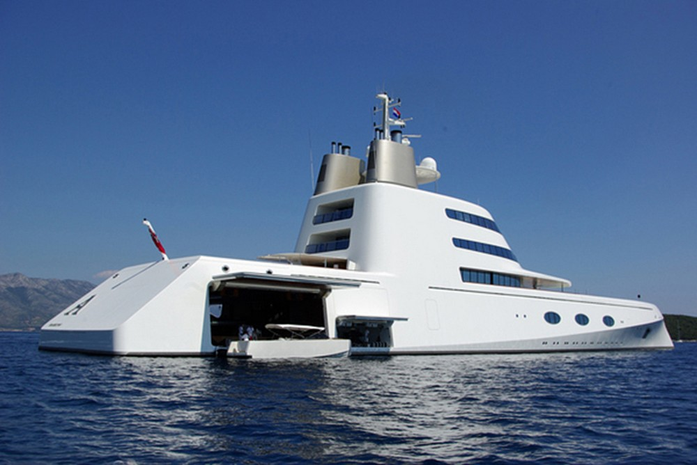 luxury-yacht-the-embodiment-of-beauty-freedom-and-a-symbol-of-security-09
