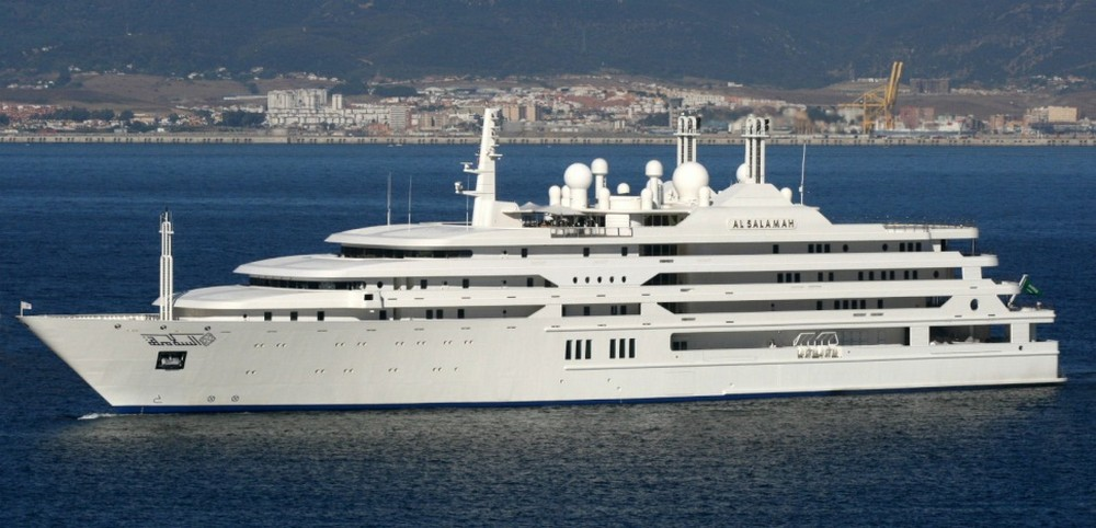 luxury-yacht-the-embodiment-of-beauty-freedom-and-a-symbol-of-security-10