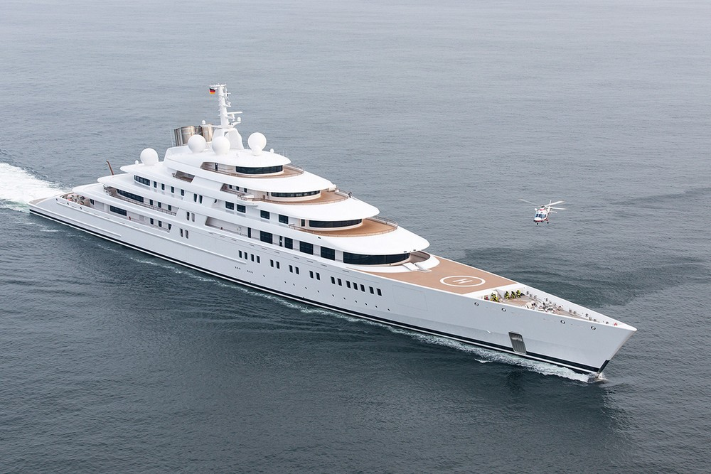 luxury-yacht-the-embodiment-of-beauty-freedom-and-a-symbol-of-security-11