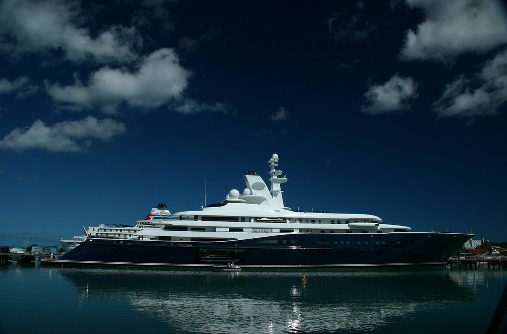 luxury-yacht-the-embodiment-of-beauty-freedom-and-a-symbol-of-security-13