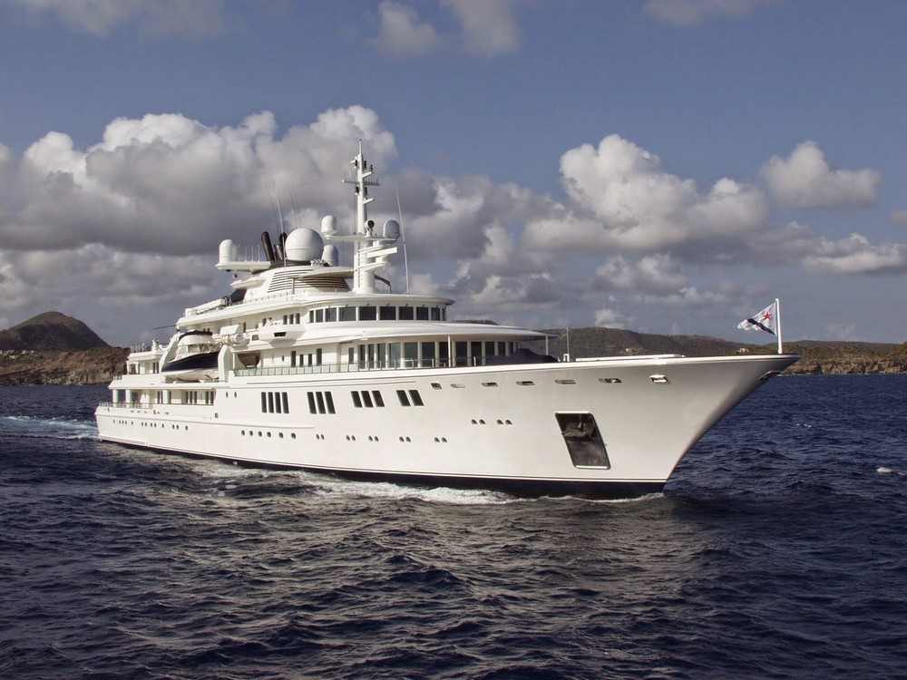 luxury-yacht-the-embodiment-of-beauty-freedom-and-a-symbol-of-security-19