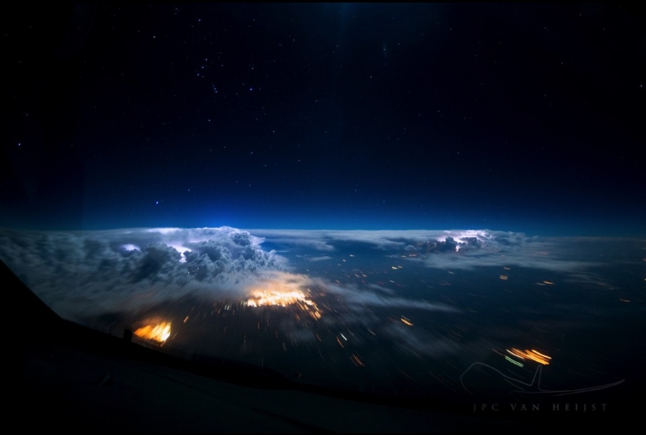 stunning-views-of-our-planet-from-the-cockpit-09