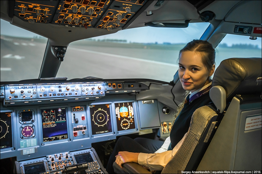 the-girl-at-the-age-of-23-he-became-a-pilot-for-aeroflot-04