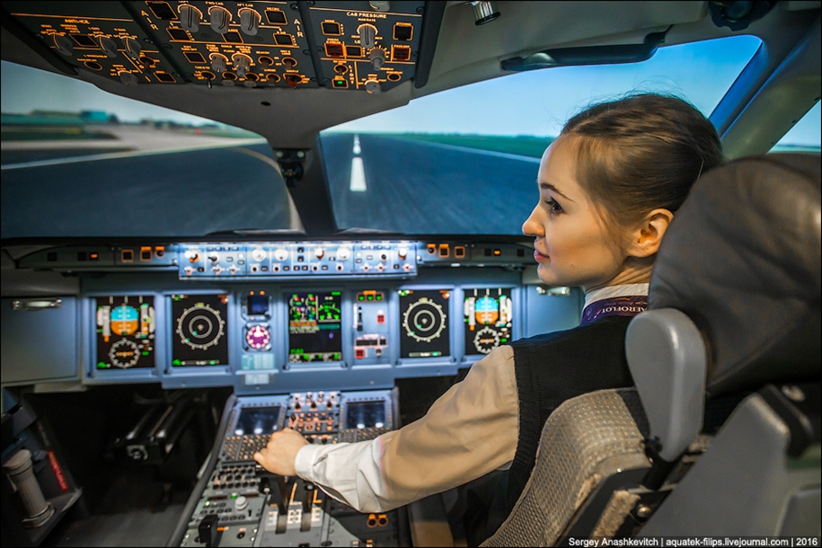 the-girl-at-the-age-of-23-he-became-a-pilot-for-aeroflot-06