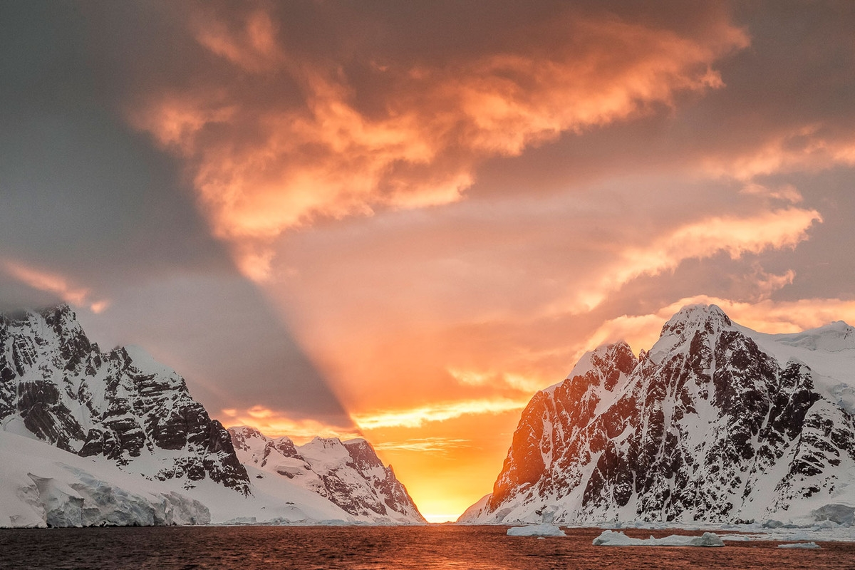 the-harsh-and-magnificent-antarctica-02