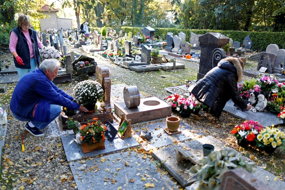 the-pet-cemetery-01