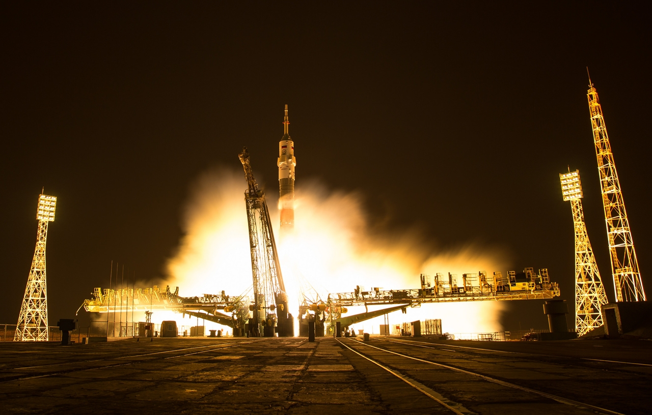 the-start-of-the-russian-spaceship-soyuz-ms-03-12