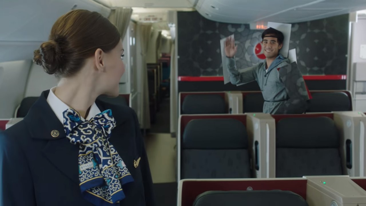 the-wonders-of-installation-from-zach-king-in-the-new-advertising-airlines