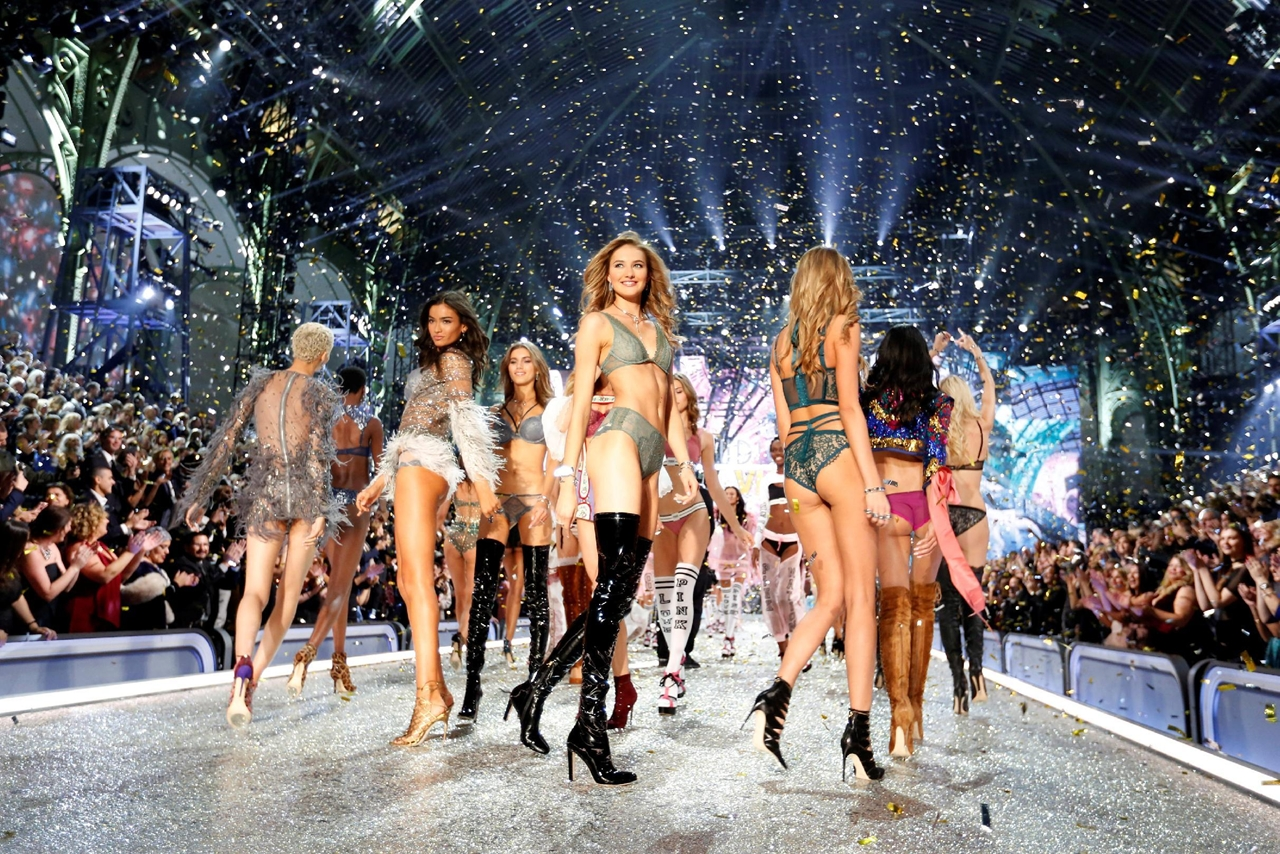 2016-victorias-secret-fashion-show-03