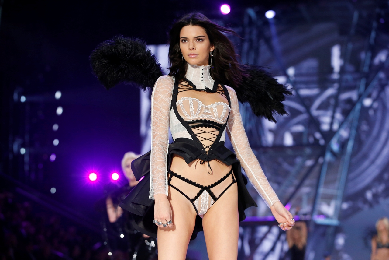 2016-victorias-secret-fashion-show-07