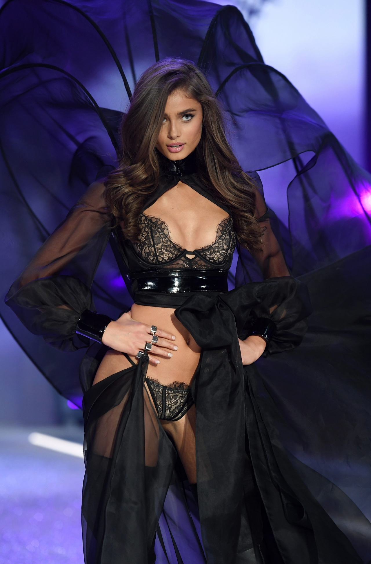 2016-victorias-secret-fashion-show-27