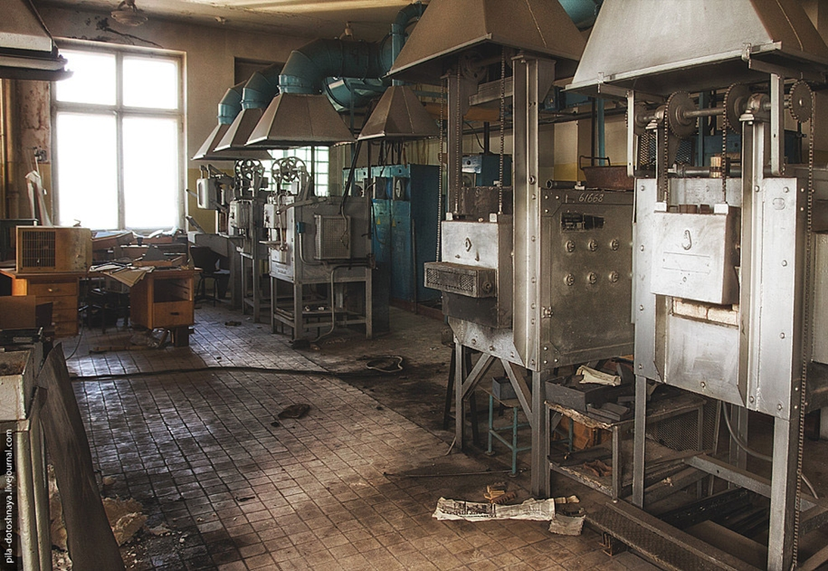abandoned-zil-factory-15