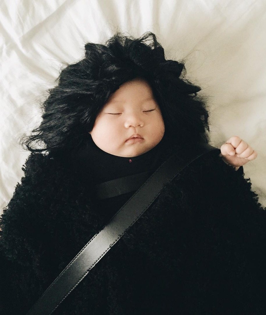 baby-has-no-idea-that-she-became-a-star-of-the-cosplay-15