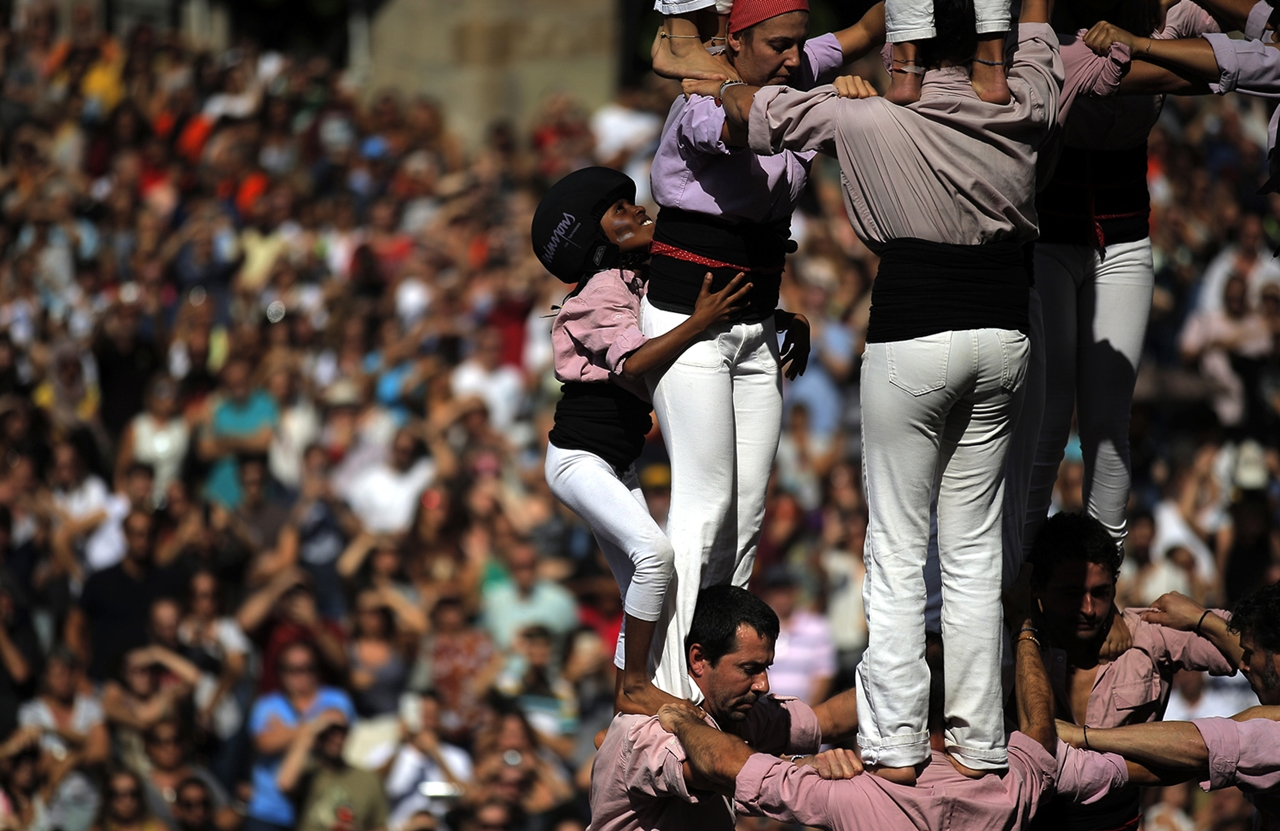 human-towers-in-spain-01
