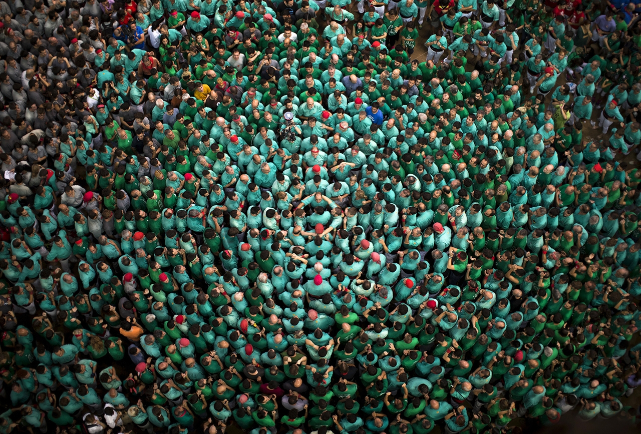 human-towers-in-spain-02