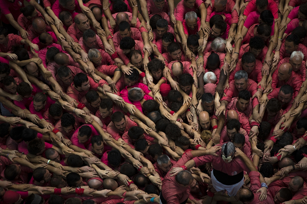 human-towers-in-spain-03