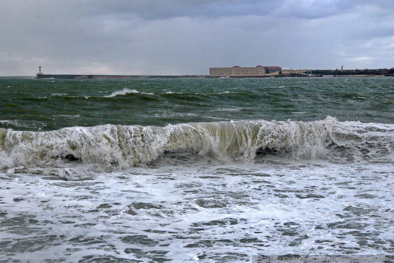storm-in-sevastopol-02