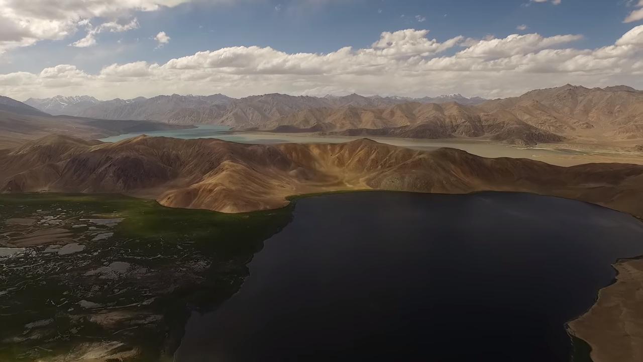 Величественные горы Памира с высоты птичьего полета