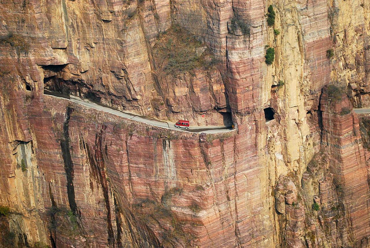 Топ-10 самых опасных дорог в мире