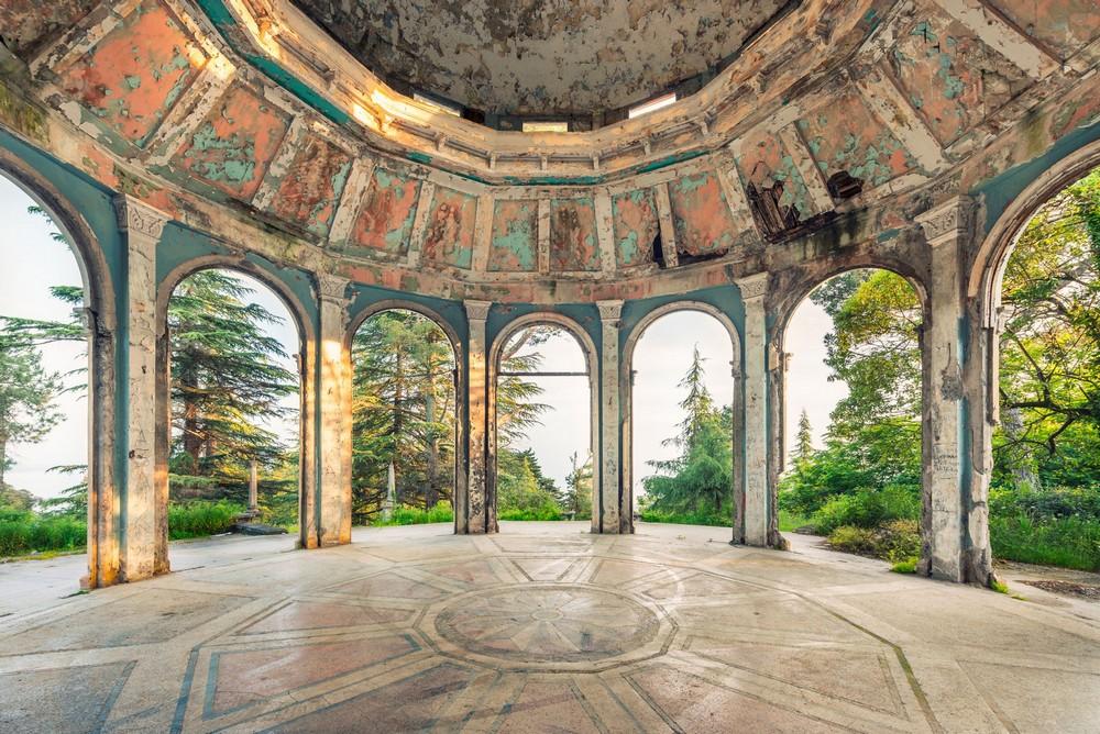 Заброшенная Абхазия на снимках французского фотографа