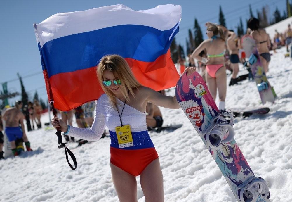 Новый рекорд по горнолыжному спуску в бикини