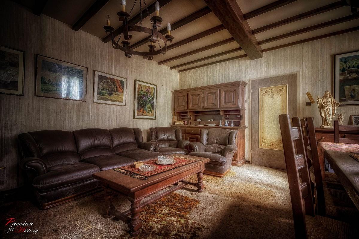 Заброшенный дом, который в прошлом принадлежал коллекционеру
