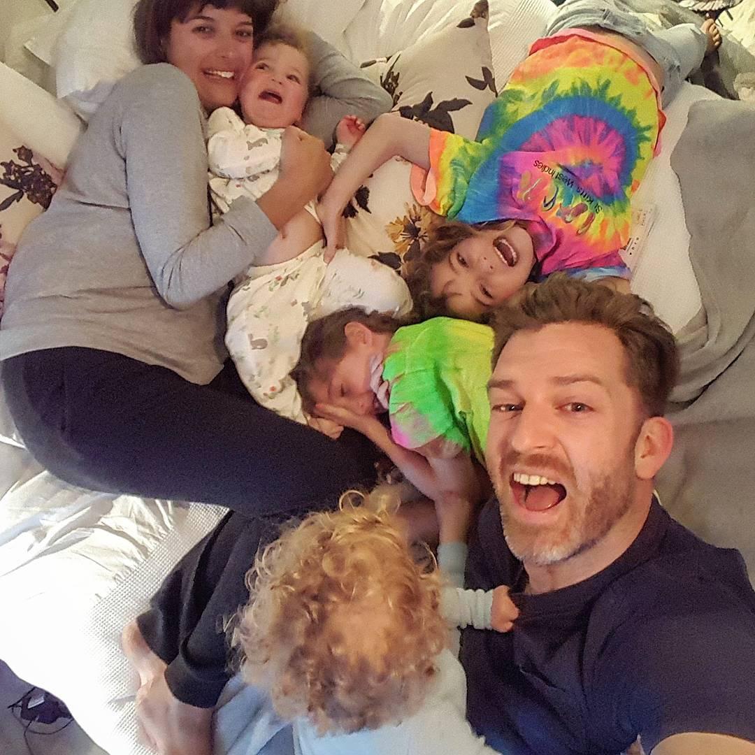 Веселые фото папы 4-х дочек помогут многим родителям почувствовать себя лучше