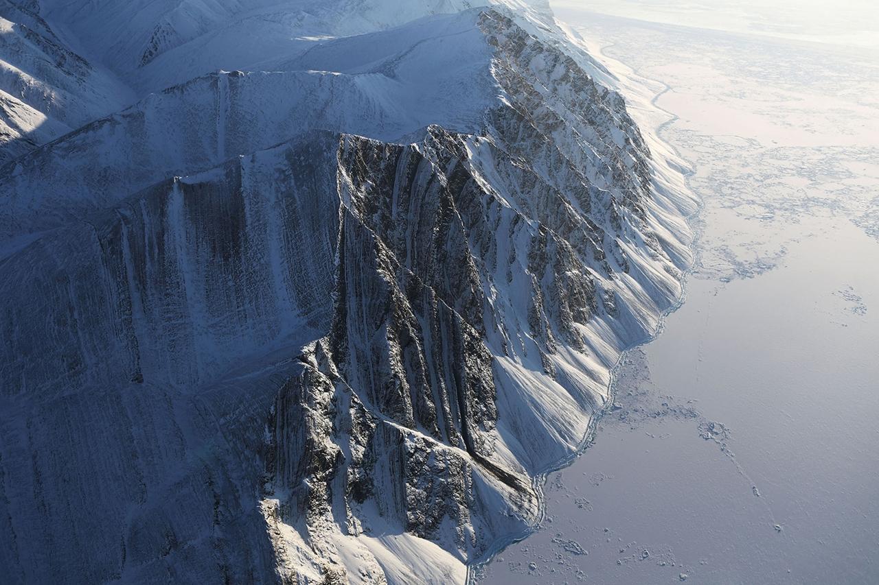 Над царством снега и льда