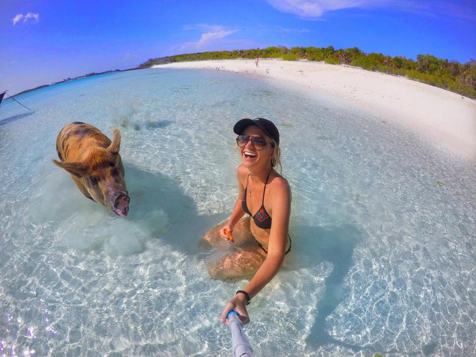 Студентка избавилась от депрессии, общаясь с живностью на Багамах