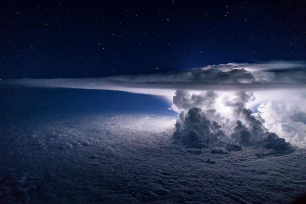 Фантастические виды облаков из кабины самолетов