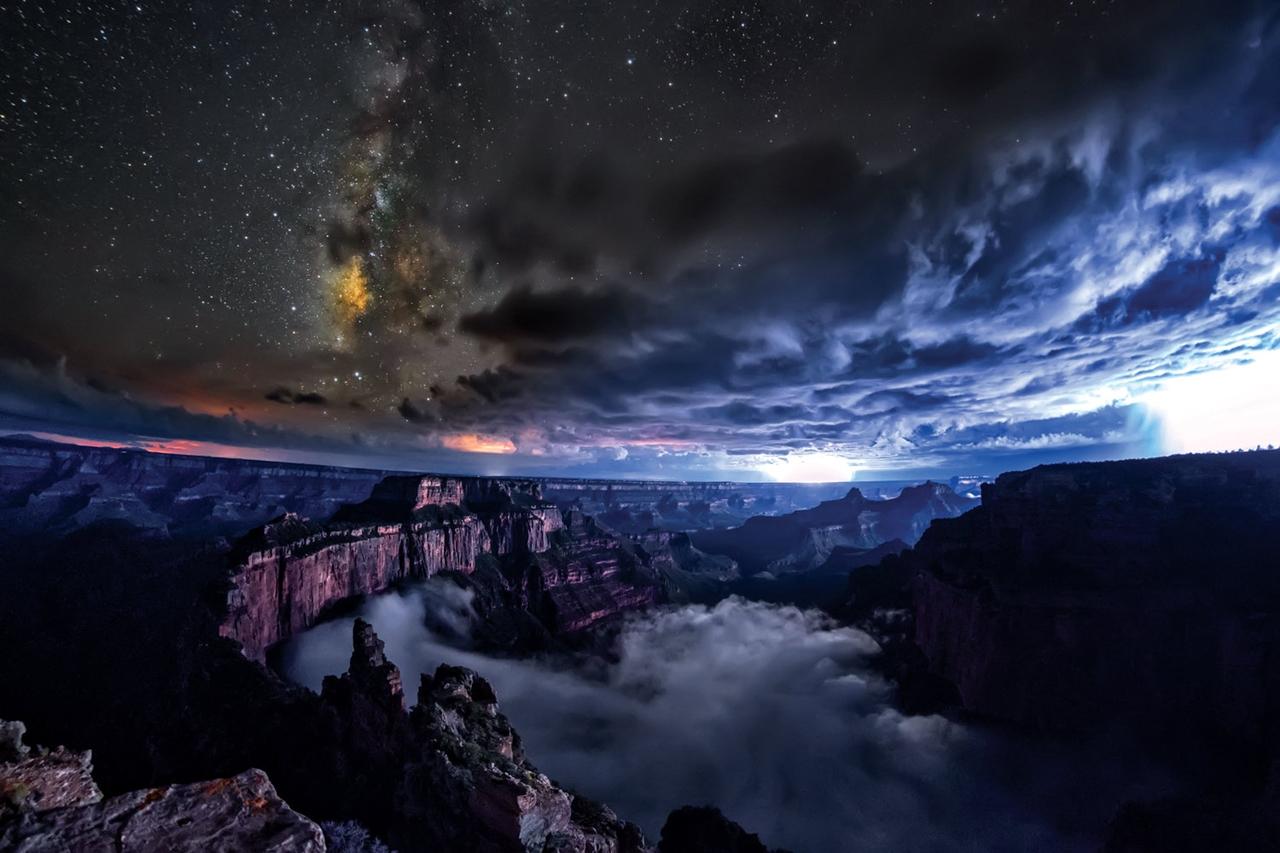 Таймлапс о редком природном явлении: облака, заполняющие Большой каньон