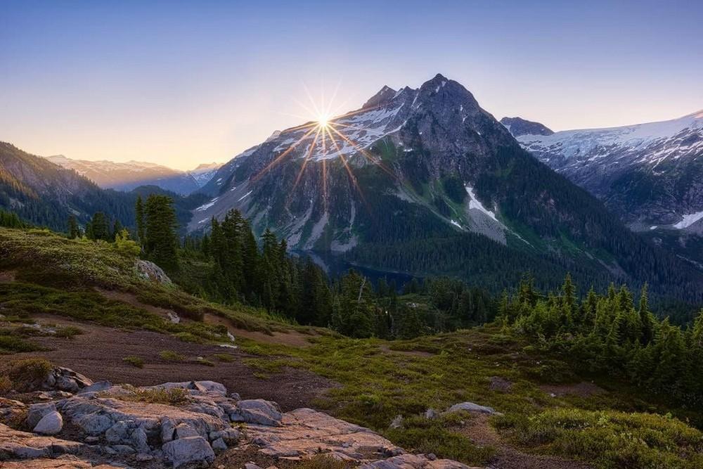 Прекрасные пейзажи скалистых гор Канады и Патагонии