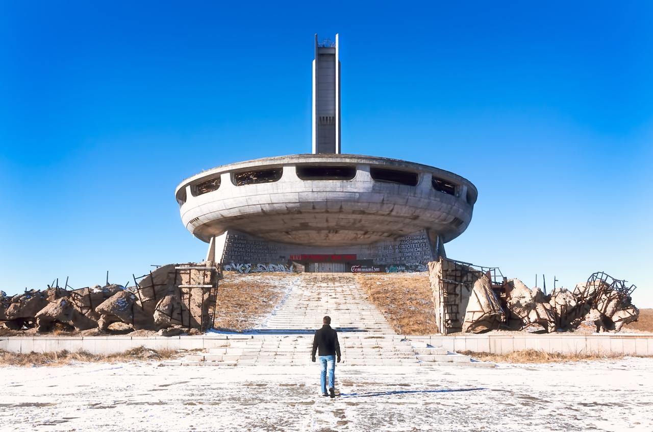 Дом-памятник «Бузлуджа» на вершине балканских гор