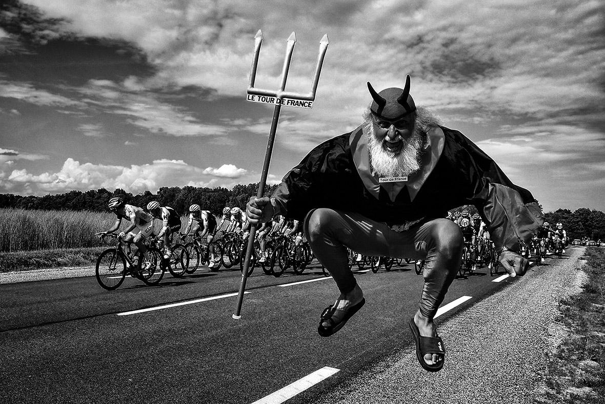 Черно-белые фото с велогонки Тур де Франс 2017