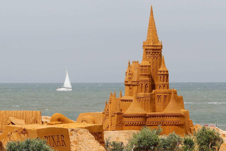 Крупнейший фестиваль песчаных скульптур на берегу Северного моря
