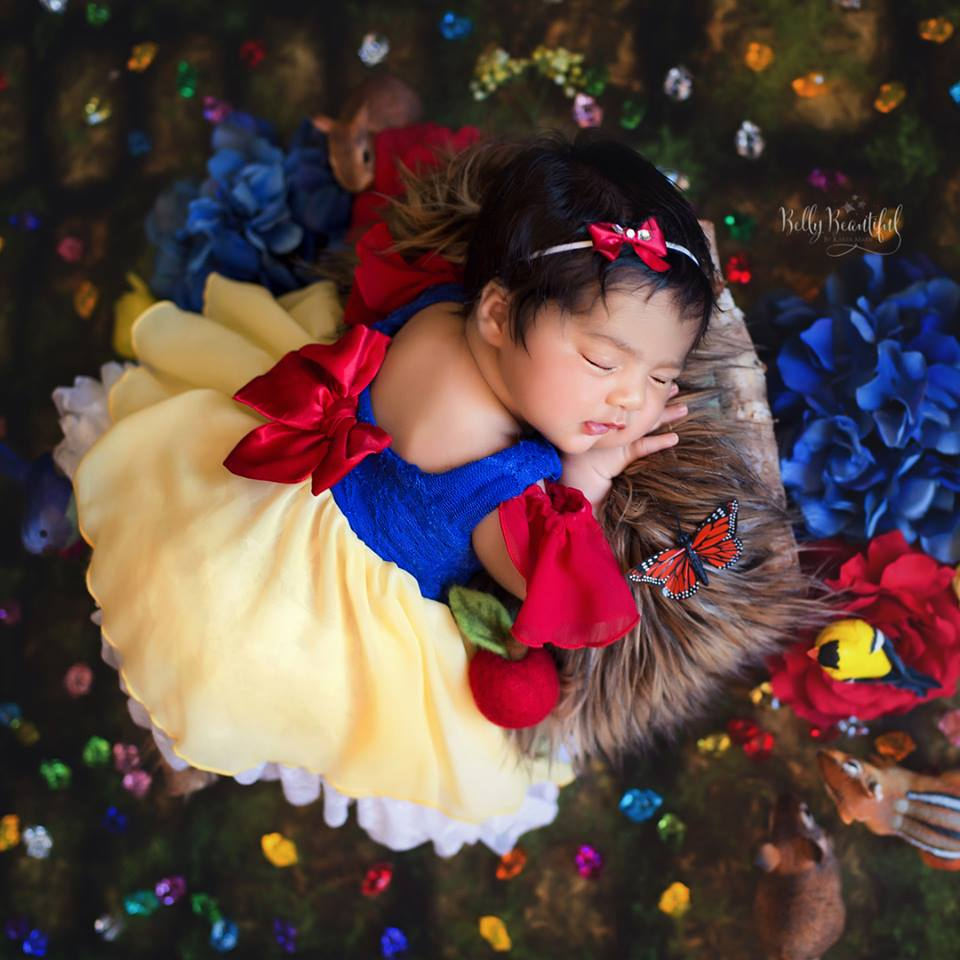 Чудесная фотосессия новорожденных малышей в стиле диснеевских принцесс