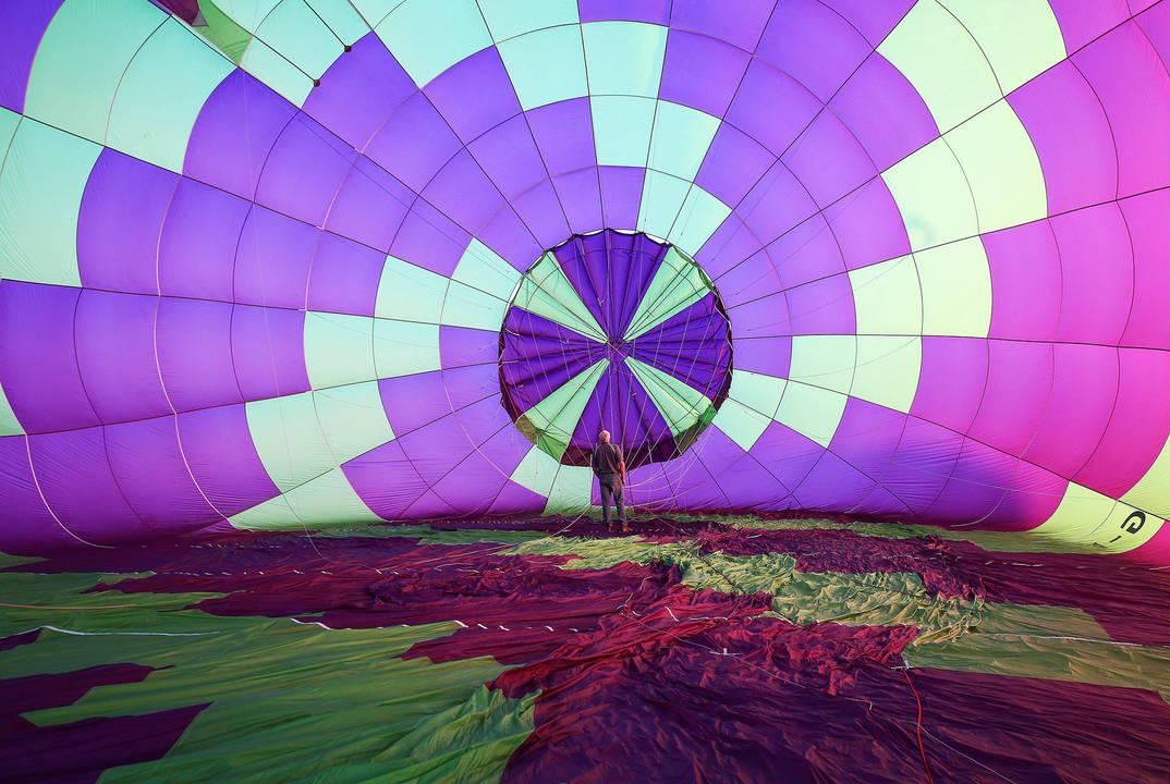 Фестиваль разноцветных аэростатов в долине Италии