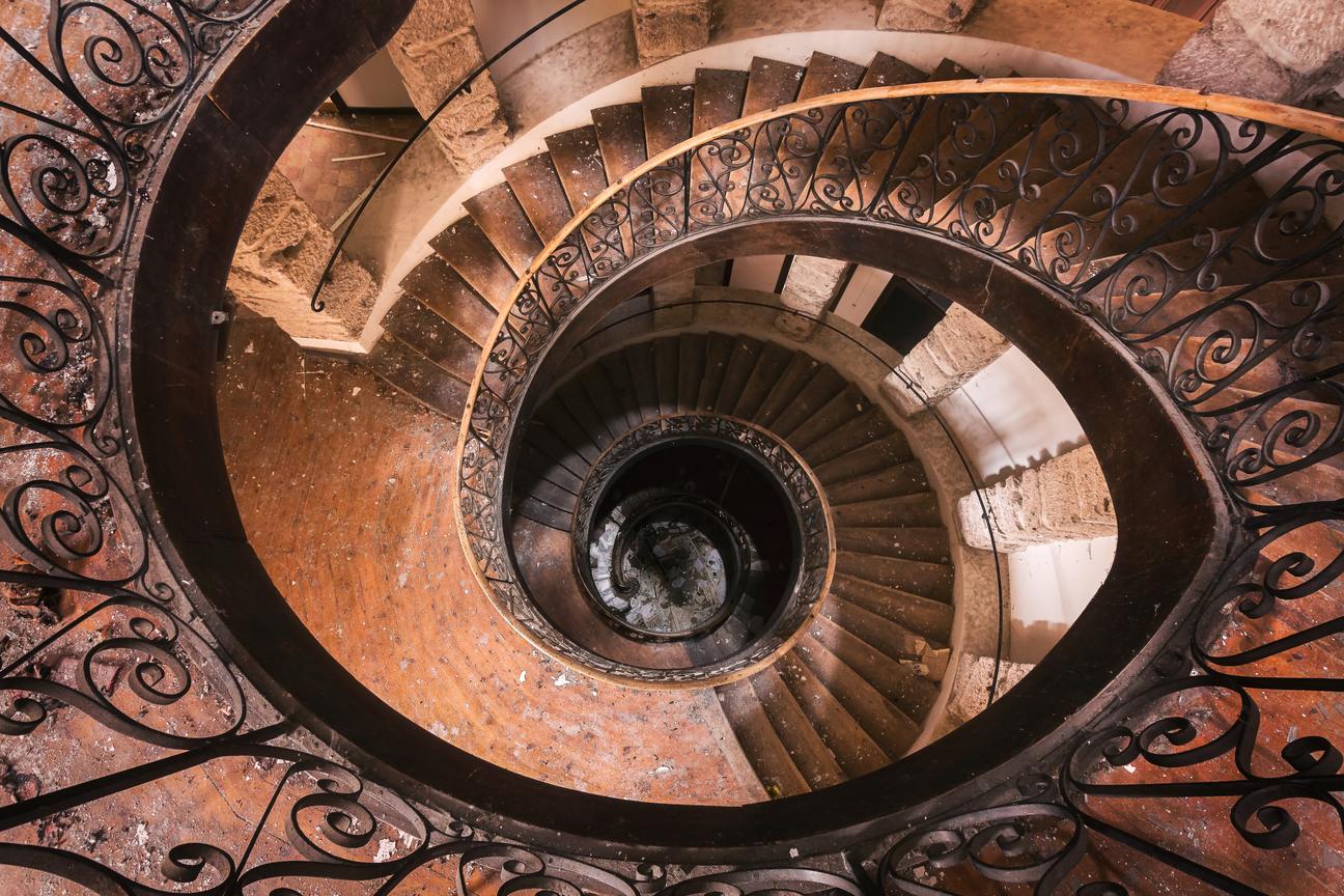 Красота архитектуры в старинных лестницах Европы