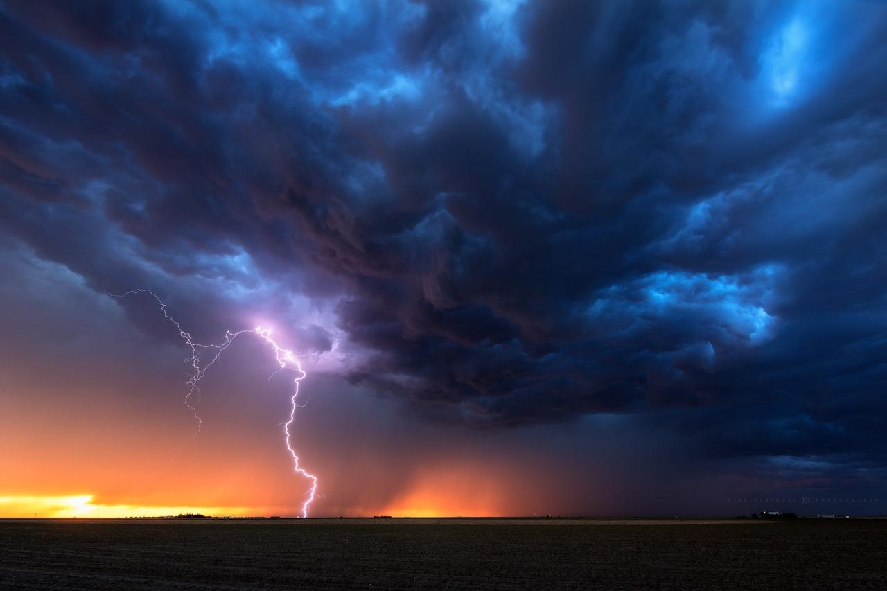 Устрашающая красота ураганов в серии таймлапсов «Monsoon»