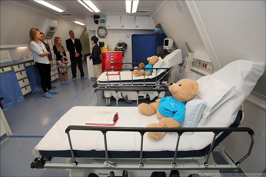 Самолёт снаружи, больница внутри