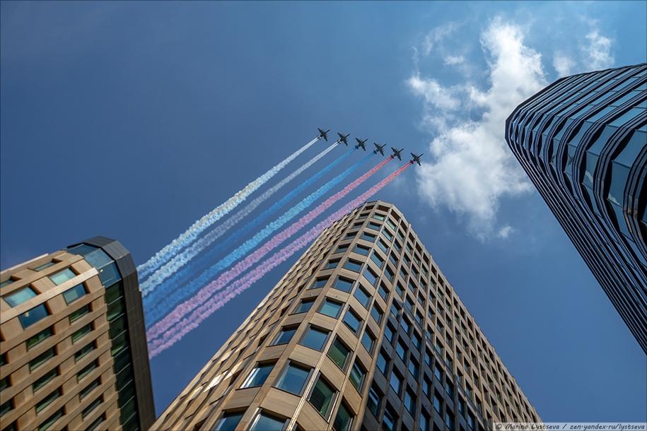 Авиационный парад в небе столицы 2020