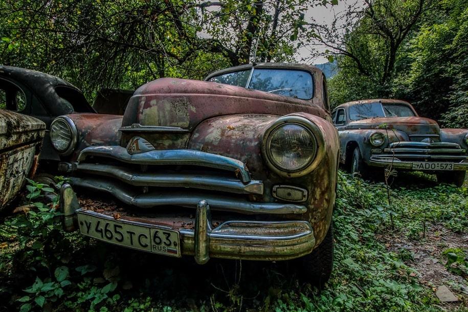 Кладбище ретро автомобилей в Грузии