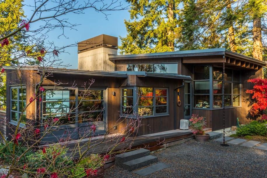 Каркасный дом с элементами швейцарского архитектурного стиля
