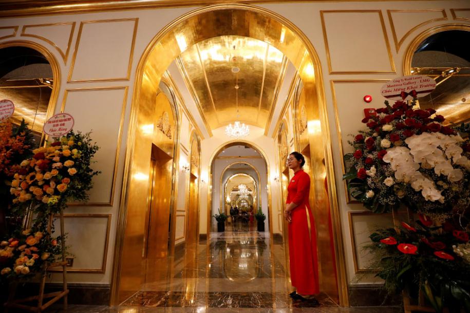 Первый в мире отель из золота Dolce Hanoi Golden Lake
