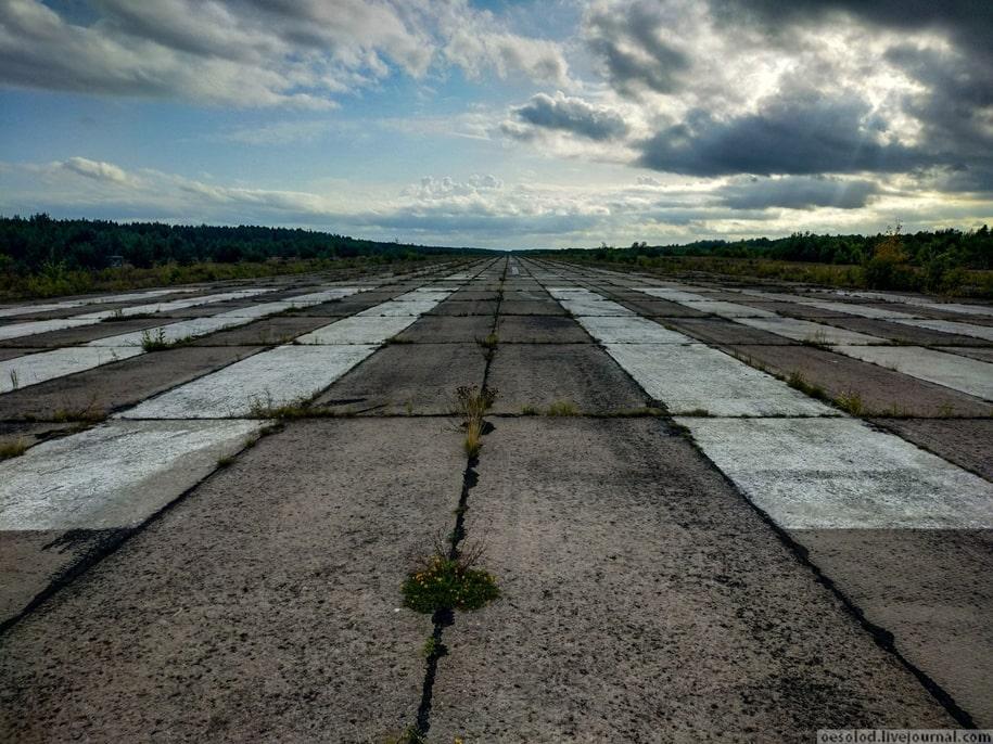 Заброшенный военный аэродром в Лодейном поле