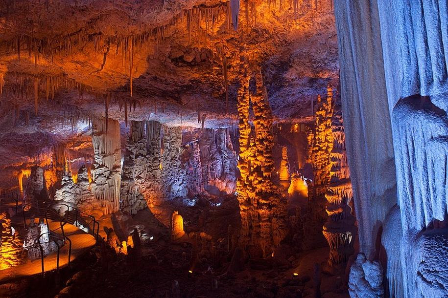 Необычная красота сталактитовой пещеры Сорек
